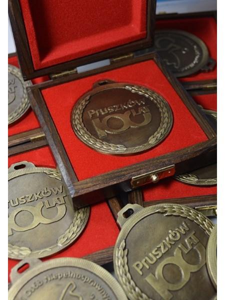 medal 100 lat pruszkowa